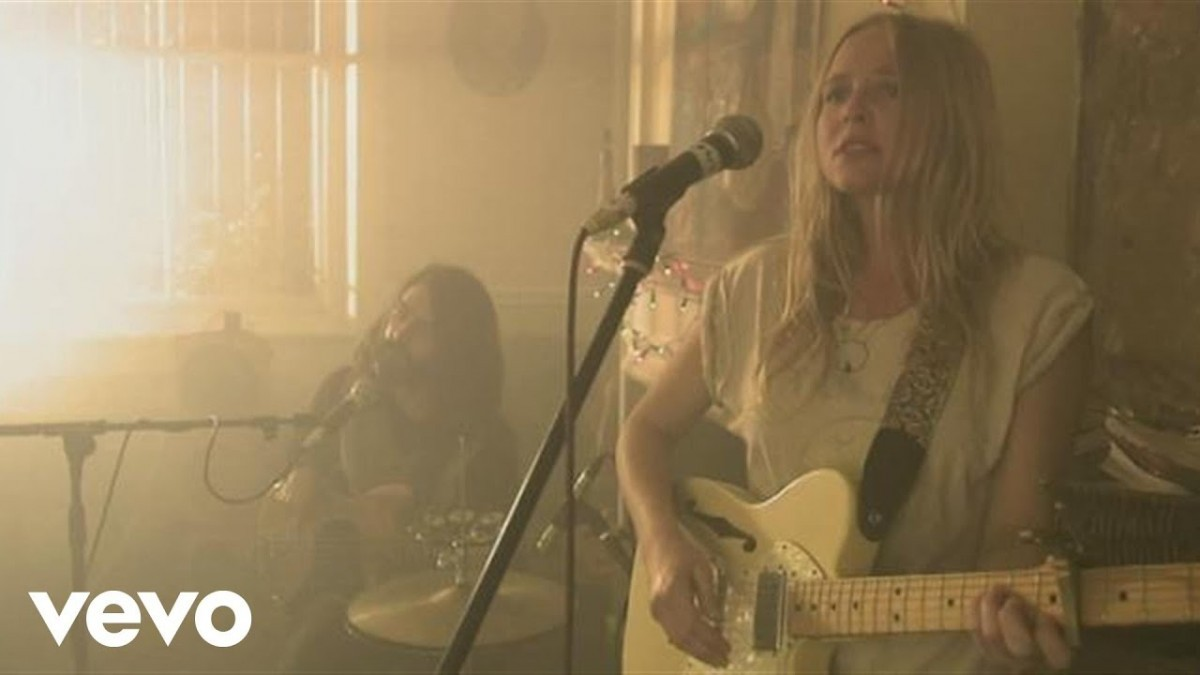 Lissie Booking Agency | Lissie Event Booking